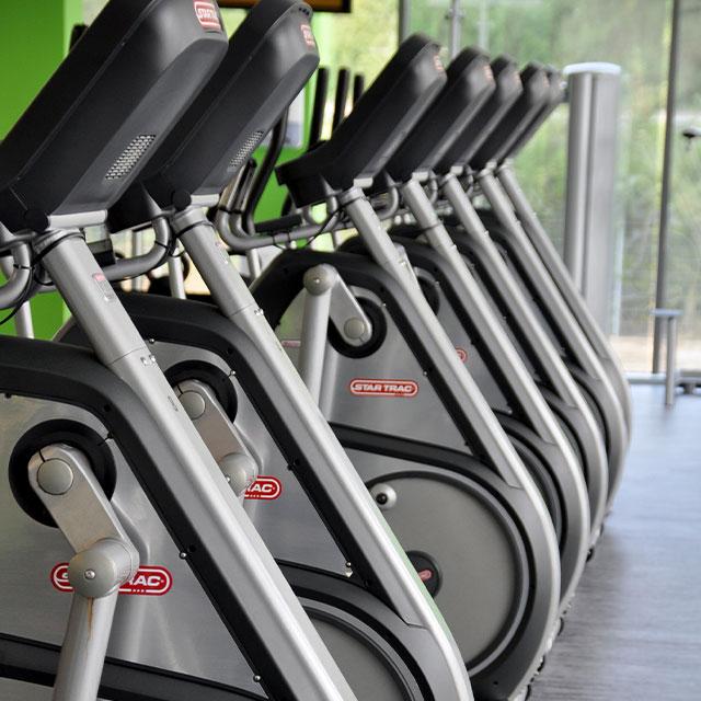 Fitnessräder in einer Reihe