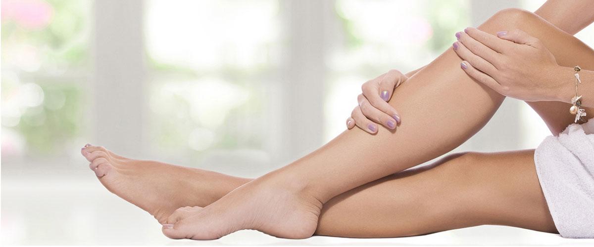Damenhände und -Füße